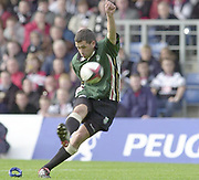 Sport - Rugby 27/04/2002 Parker Pen Shield - Semi-Final.London Irish vs Pontypridd - Kassam Stadium - Oxford.Barry Everitt converts..[Mandatory Credit, Peter Spurier/ Intersport Images].