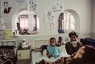 Afghanistan. The ICRC orthopedic center in Kabul treats, without distinction, government soldiers and Mujahiddins  Kabul  Afghanistan / Le centre orthopédique du C.I.C.R. à Kaboul soigne indifféremment, soldats gouvernementaux et moudjahidines.  Kaboul  Afghanistan