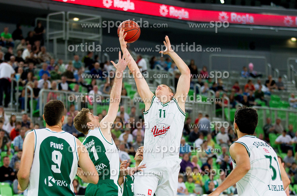 Zoran Dragic of Krka vs Dino Muric of Olimpija  during basketball match between KK Union Olimpija and KK Krka in 2nd Final match of Telemach Slovenian Champion League 2011/12, on May 20, 2012 in Arena Stozice, Ljubljana, Slovenia. Krka defeated Union Olimpija 75-65. (Photo by Vid Ponikvar / Sportida.com)