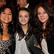 NLD/Amsterdam/20101022 - Televiziergala 2010 - uitreiking Radioring, Jeroen van Inkel met partner Sandra Dinsbach en dochters Isabel en Teddy