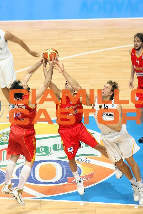 DESCRIZIONE : Madrid Spagna Spain Eurobasket Men 2007 Quarter Final Quarti di Finale Spagna Germania Spain Germany <br /> GIOCATORE : Jorge Garbajosa<br /> SQUADRA : Spagna Spain<br /> EVENTO : Eurobasket Men 2007 Campionati Europei Uomini 2007 <br /> GARA :  Spagna Germania Spain Germany <br /> DATA : 13/09/2007 <br /> CATEGORIA : Tiro<br /> SPORT : Pallacanestro <br /> AUTORE : Ciamillo&amp;Castoria/E.Castoria<br /> Galleria : Eurobasket Men 2007 <br /> Fotonotizia : Madrid Spagna Spain Eurobasket Men 2007 Quarter Final Quarti di Finale  Spagna Germania Spain Germany<br /> Predefinita :