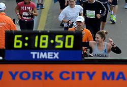 03-11-2013 ALGEMEEN: BVDGF NY MARATHON: NEW YORK <br /> De NY marathon werd weer een groot succes voor de BvdGf. Alle lopers hebben met prachtige tijden de finish gehaald / Tino finisht in 5:06:44<br /> ©2013-FotoHoogendoorn.nl