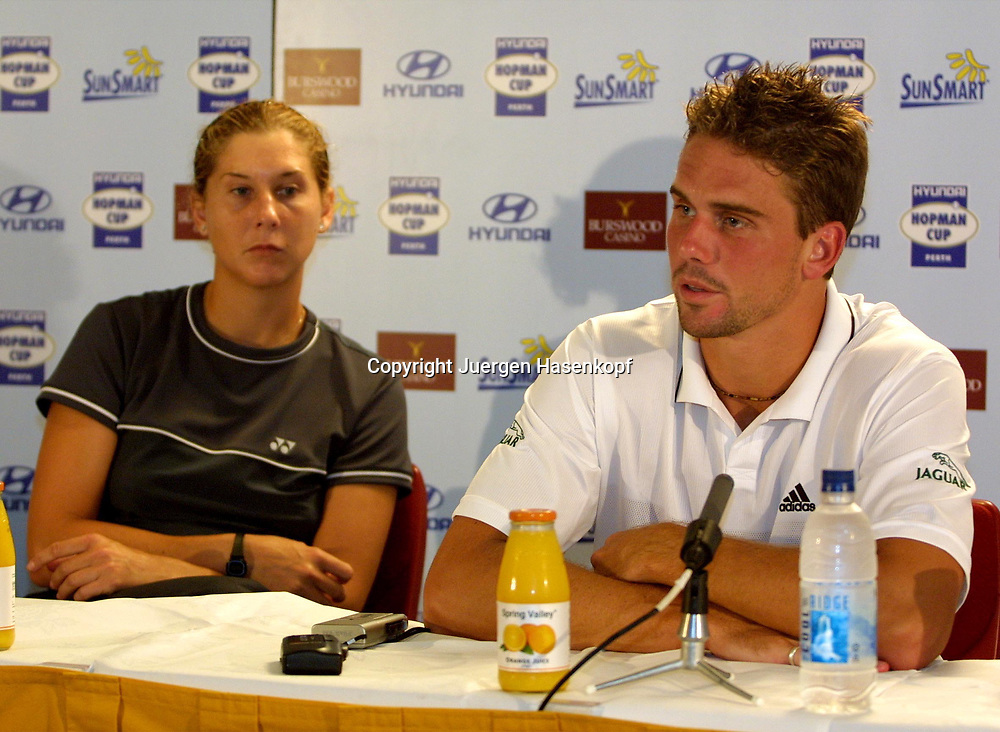 Sport,Tennis,Hopman Cup in Perth,Australien,Mixed<br /> Doubles WM, Team USA, Jan Michael Gambill und Monica Seles in Pressekonferenz , 04.01.2002<br /> Foto:Juergen Hasenkopf