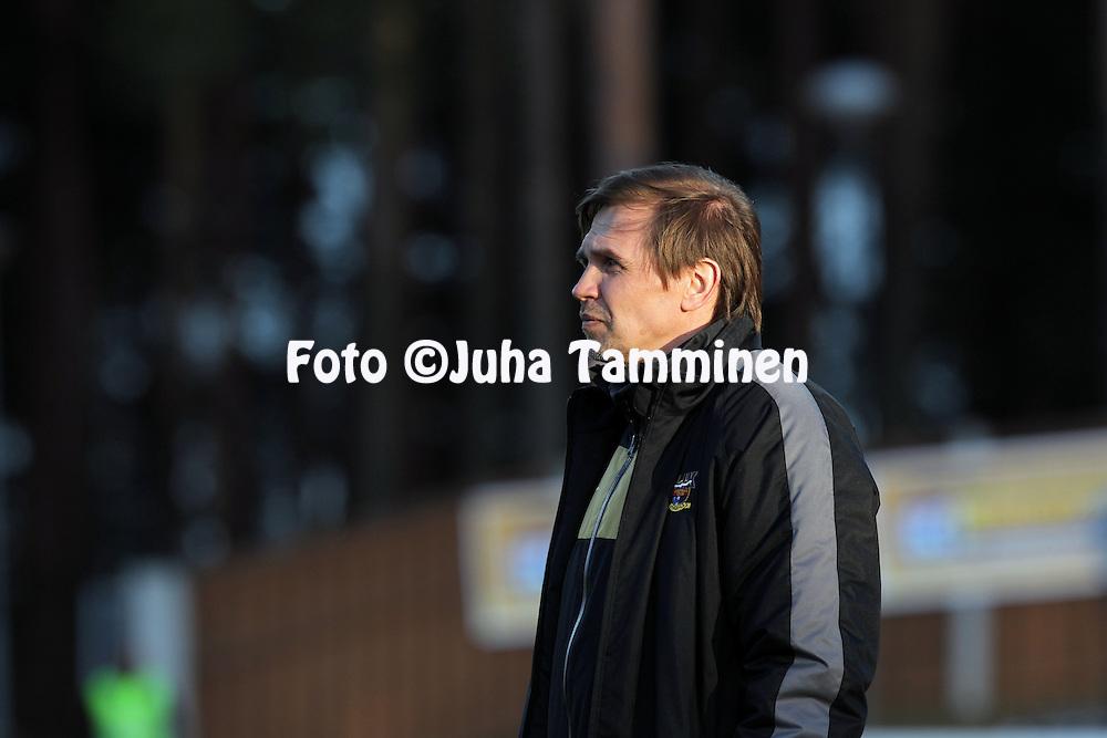 30.4.2012, Harjun stadion, Jyvskyl..Veikkausliiga 2012..JJK Jyvskyl - Vaasan Palloseura..Valmentaja Kari Martonen - JJK