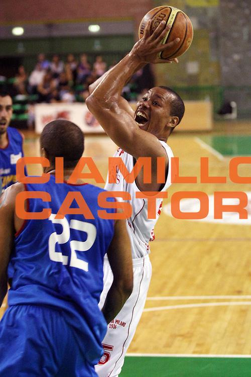 DESCRIZIONE : Casale Monferrato Lega A 2009-10 Basket Amichevole Fastweb Casale Monferrato Armani Jeans Milano<br /> GIOCATORE : Axel Acker<br /> SQUADRA : Armani Jeans Milano<br /> EVENTO : Campionato Lega A 2009-2010 <br /> GARA : Fastweb Casale Monferrato Armani Jeans Milano<br /> DATA : 12/09/2009<br /> CATEGORIA : Tiro<br /> SPORT : Pallacanestro <br /> AUTORE : Agenzia Ciamillo-Castoria/G.Cottini