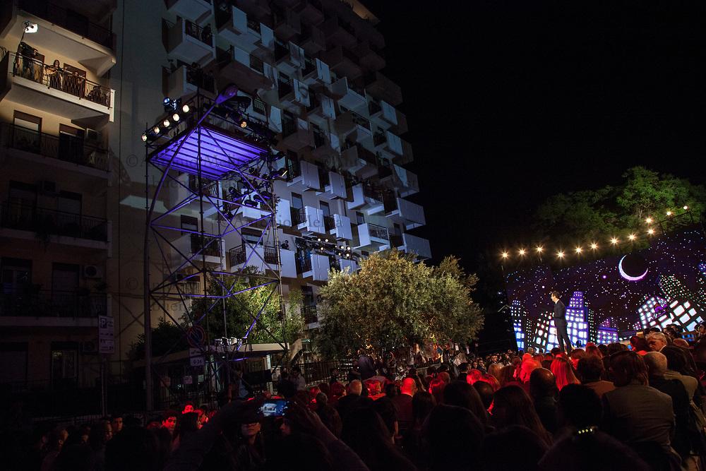 Carmen Consoli si esibisce da un balcone dello stabile di via D'Amelio, luogo della strage di 25 anni fa', a Palermo.