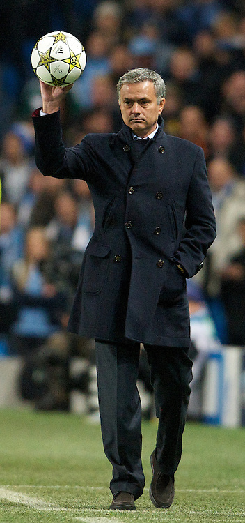 MANCHESTER, ENGLAND - Wednesday, November 21, 2012: Real Madird CF's head coach Jose Mourinho during the UEFA Champions League Group D match against Manchester City at the City of Manchester Stadium. (Pic by David Rawcliffe/Propaganda)