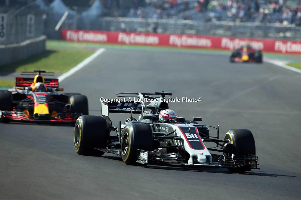 &copy; Photo4 / LaPresse<br /> 27/10/2017 Mexico City, Mexico<br /> Sport <br /> Grand Prix Formula One Mexico 2017<br /> In the pic: Antonio Giovinazzi (ITA)  Haas F1 Team Test Driver and Daniel Ricciardo (AUS) Red Bull Racing RB13