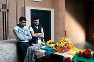 Roma 21 Aprile 2011.Istituto di medicina legale del policlinico.La camera ardente di Vittorio Arrigoni il pacifista uccisa a Gaza .