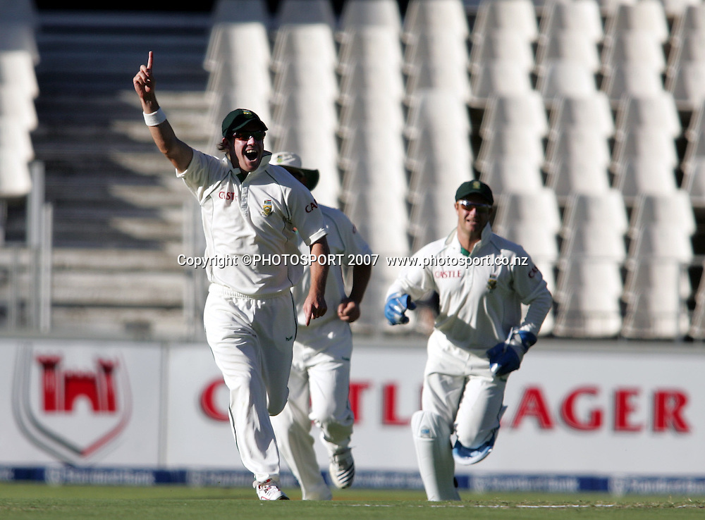 South Africa v New Zealand. International cricket 1st Test.  AB De Villiers celebrates the wicket of Craig Cumming at the New Wanderers Stadium, Johannesburg, South Africa. Saturday 10 November 2007. Photo: Ron Gaunt/PHOTOSPORT