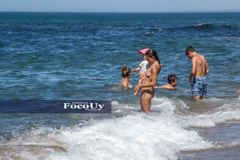 Rocha,  Uruguay. 11 de Enero de 2018.  <br /> Balneario La Paloma. Ni&ntilde;os en la playa<br /> Foto: Gast&oacute;n Britos / FocoUy