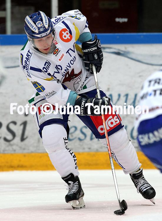 21.10.2010, H?meenlinna..J??kiekon SM-liiga 2010-11. .HPK - Lukko..Harri Tikkanen - Lukko.©Juha Tamminen.