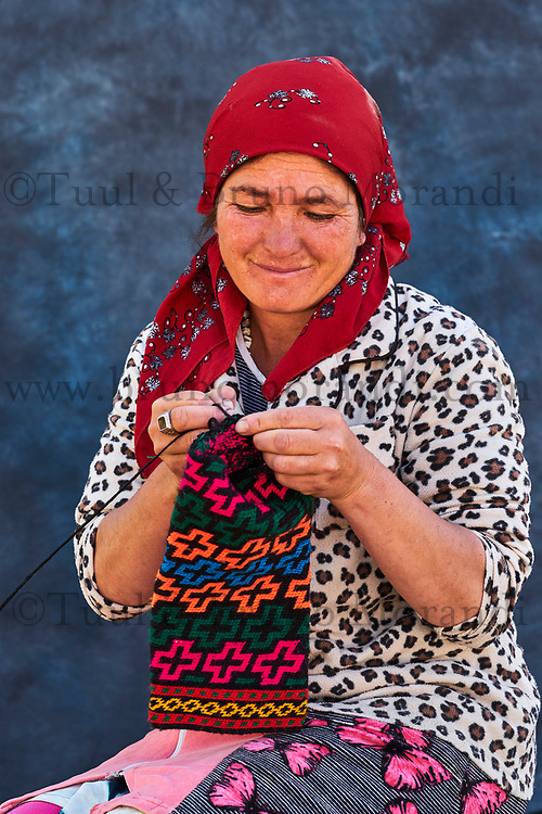 Tadjikistan, Asie centrale, Gorno Badakhshan, Haut Badakhshan, le Pamir, vallée du Wakhan, portrait d'une femme Ismaelienne // Tajikistan, Central Asia, Gorno Badakhshan, the Pamir, Wakhan valley, Ismaeli woman portrait