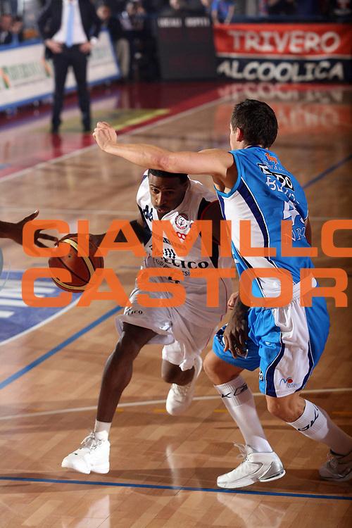 DESCRIZIONE : Biella Lega A1 2007-08 Angelico Biella Eldo Napoli<br /> GIOCATORE : Troy Bell<br /> SQUADRA : Angelico Biella<br /> EVENTO : Campionato Lega A1 2007-2008<br /> GARA : Angelico Biella Eldo Napoli<br /> DATA : 30/12/2007<br /> CATEGORIA : Palleggio<br /> SPORT : Pallacanestro<br /> AUTORE : Agenzia Ciamillo-Castoria/S.Ceretti