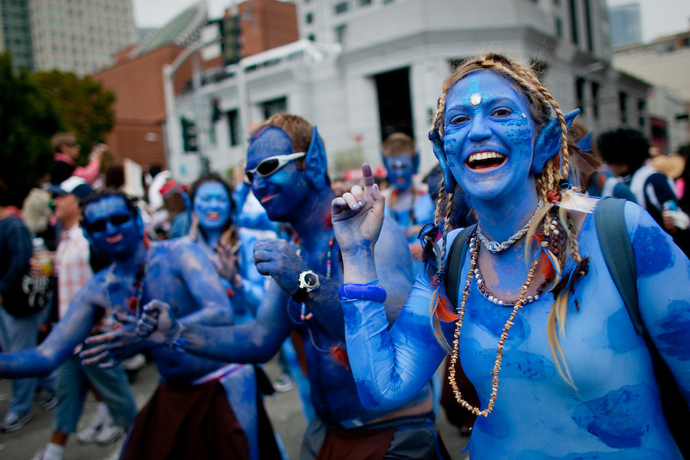 Bay to Breakers participants are seen dressed up as the characters from the movie Avatar.