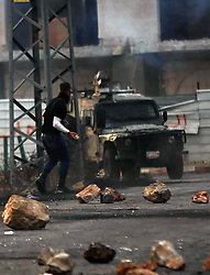 19.10.2015, Ramallah, PSE, Nahostkonflikt zwischen Israel und Palästina, im Bild Zusammenstösse zwischen Palästinensischen Demonstranten und Israelischen Sicherheitskräfte // A Palestinian protester throws stones during clashes with Israeli borderguards next to the Jewish settlement of Beit El. More than two weeks of unrest have raised warnings of the risk of a full-scale Palestinian uprising, while some Israeli politicians have urged residents to arm themselves to fend off the threat of stabbings and gun assaults, Palestine on 2015/10/19. EXPA Pictures © 2015, PhotoCredit: EXPA/ APAimages/ Shadi Hatem<br /> <br /> *****ATTENTION - for AUT, GER, SUI, ITA, POL, CRO, SRB only*****