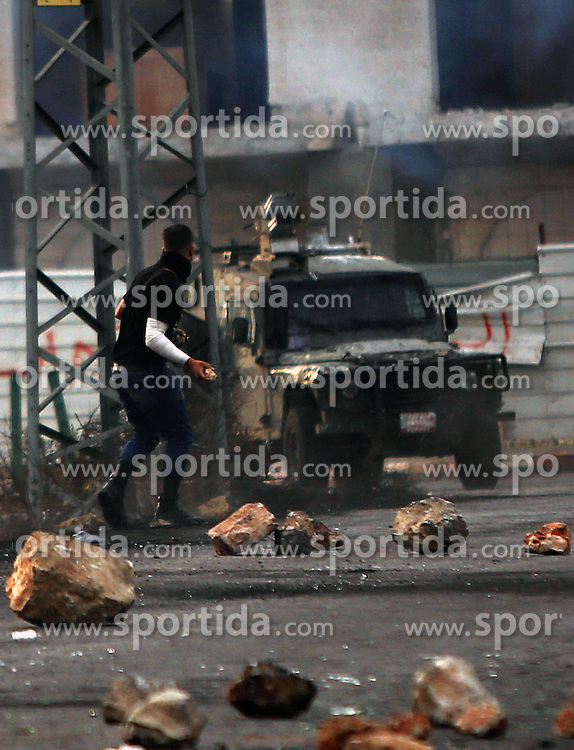 19.10.2015, Ramallah, PSE, Nahostkonflikt zwischen Israel und Pal&auml;stina, im Bild Zusammenst&ouml;sse zwischen Pal&auml;stinensischen Demonstranten und Israelischen Sicherheitskr&auml;fte // A Palestinian protester throws stones during clashes with Israeli borderguards next to the Jewish settlement of Beit El. More than two weeks of unrest have raised warnings of the risk of a full-scale Palestinian uprising, while some Israeli politicians have urged residents to arm themselves to fend off the threat of stabbings and gun assaults, Palestine on 2015/10/19. EXPA Pictures &copy; 2015, PhotoCredit: EXPA/ APAimages/ Shadi Hatem<br /> <br /> *****ATTENTION - for AUT, GER, SUI, ITA, POL, CRO, SRB only*****