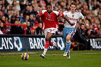 Photo: Alan Crowhurst.<br />Charlton Athletic v Aston Villa. The Barclays Premiership. 30/12/2006. Charlton's Osei Sankofa (L) challenges with Steven Davis.