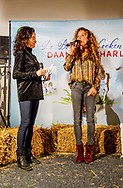 HILVERSUM - Katja Schuurman en birgit schuurman tijdens de presentatie van haar eerste twee voorleesboeken die zich op en rondom de boerderij afspelen.  copyruight robin utrecht
