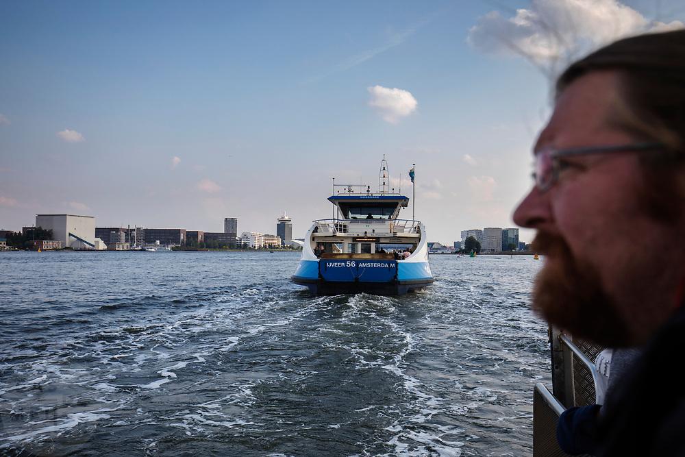 In Amsterdam vaart een veerboot van de GVB van de NDSM haven over het IJ.<br /> <br /> A ferry sails at the IJ in Amsterdam.