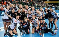 03-12-2017 DEU: 23rd Women World Championship China - Netherlands, Leipzig<br /> De Nederlandse handbalsters hebben hun tweede pouleduel in groep D op het WK in Duitsland zeer overtuigend gewonnen. In de Arena Leipzig was Nederland met 40-15 te sterk voor China. / Team Nederland viert zijn feestje