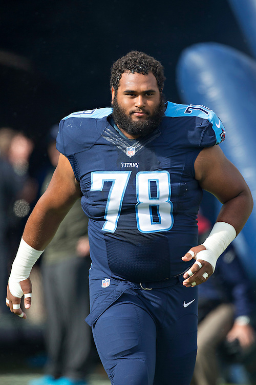 NASHVILLE, TN - NOVEMBER 15:  Joe Looney #78 of the Tennessee Titans runs onto the field before a game against the Carolina Panthers at Nissan Stadium on November 15, 2015 in Nashville, Tennessee.  (Photo by Wesley Hitt/Getty Images) *** Local Caption *** Joe Looney
