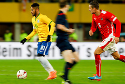18.11.2014, Ernst Happel Stadion, Wien, AUT, Freundschaftsspiel, Oesterreich vs Brasilien, im Bild Neymar Jr (BRA), Schiedsrichter William Collum (SCO) und Stefan Ilsanker (AUT) // during the friendly match between Austria and Brasil at the Ernst Happel Stadion, Vienna, Austria on 2014/11/18, EXPA Pictures © 2014, PhotoCredit: EXPA/ Erwin Scheriau