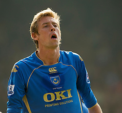 PORTSMOUTH, ENGLAND - Saturday, March 21, 2009: Portsmouth's Peter Crouch during the Premiership match against Everton at Fratton Park. (Photo by David Rawcliffe/Propaganda)