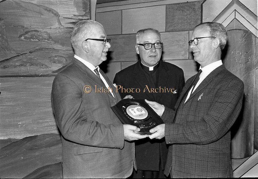 16/09/1968<br /> 09/16/1968<br /> 16 September 1968<br /> Presentation by National Savings Committee of Merit Award plaques to Principals of Taney N.S., Dundrum; St. Peter's Boys N.S., Bray, Co. Wicklow and Inchicore N.S., Dublin. Picture shows (l-r): Mr H.E.F. Hall, Chairman, National Savings Committee; Fr. D. Breslin, O.M.I. and Mr S. Sweeney, Principal Scoil Mhuire Gan Smál, Inchicore, Dublin.