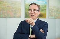 19 JUL 2016, BERLIN/GERMANY:<br /> Matthias Wissmann, Praesident Verband der Automobilindustrie, VDA, waehrend einem Interview, Geschaeftsräume des VDA<br /> IMAGE: 20160719-01-060