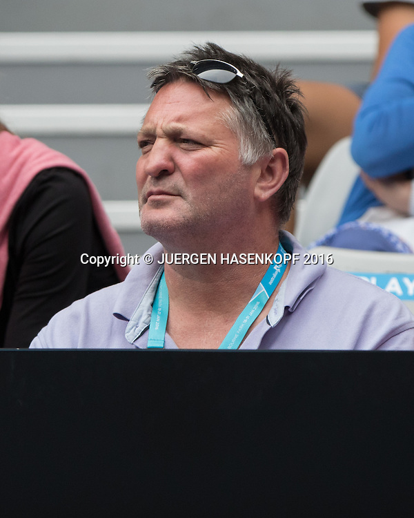 Laura Siegemund Physiotherapeut Wilfried Lenz sitzt in der Spieler Loge, Australian Open 2016<br /> <br /> Tennis - Australian Open 2016 - Grand Slam ITF / ATP / WTA -  Melbourne Park - Melbourne - Victoria - Australia  - 21 January 2016.