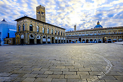 Dawn in the Piazza Maggiore, Bolgna, Italy<br /> <br /> (c) Andrew Wilson | Edinburgh Elite media