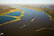 Nederland, Gelderland, Bommelerwaard, 11-02-2008; zicht op het Land van Maas en Waal ter hoogte van Heeselt, met scheepvaart op de Waal (rechtsboven de Maas); scheepvaartverkeer, duwbak, transport;..luchtfoto (toeslag); aerial photo (additional fee required); .foto Siebe Swart / photo Siebe Swart