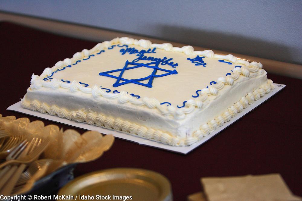 IDAHO. Boise. Cake with Star of David for Jewish Bat Mitzvah celebration. December 2008. #df080024