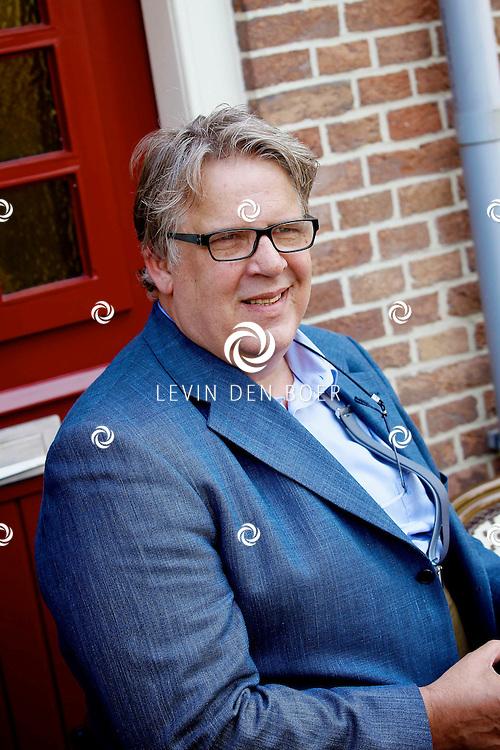WOUDRICHEM - In het kleine vestingstad Woerkum zijn de opnames van Dokter Tinus. Deze tv serie word op SBS6 uitgezonden. Met op de foto  Jack Wouterse. FOTO LEVIN DEN BOER - PERSFOTO.NU
