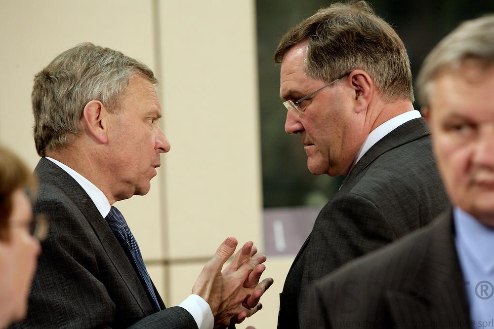 BRUSSELS - BELGIUM - 11 JUNE 2009 -- Meeting of NATO Defence Ministers.  Photo: Erik Luntang
