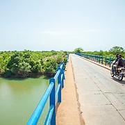 LÉGENDE: Sur la route de Koumra. LIEU: Koumra, Tchad. PERSONNE(S): N/A.