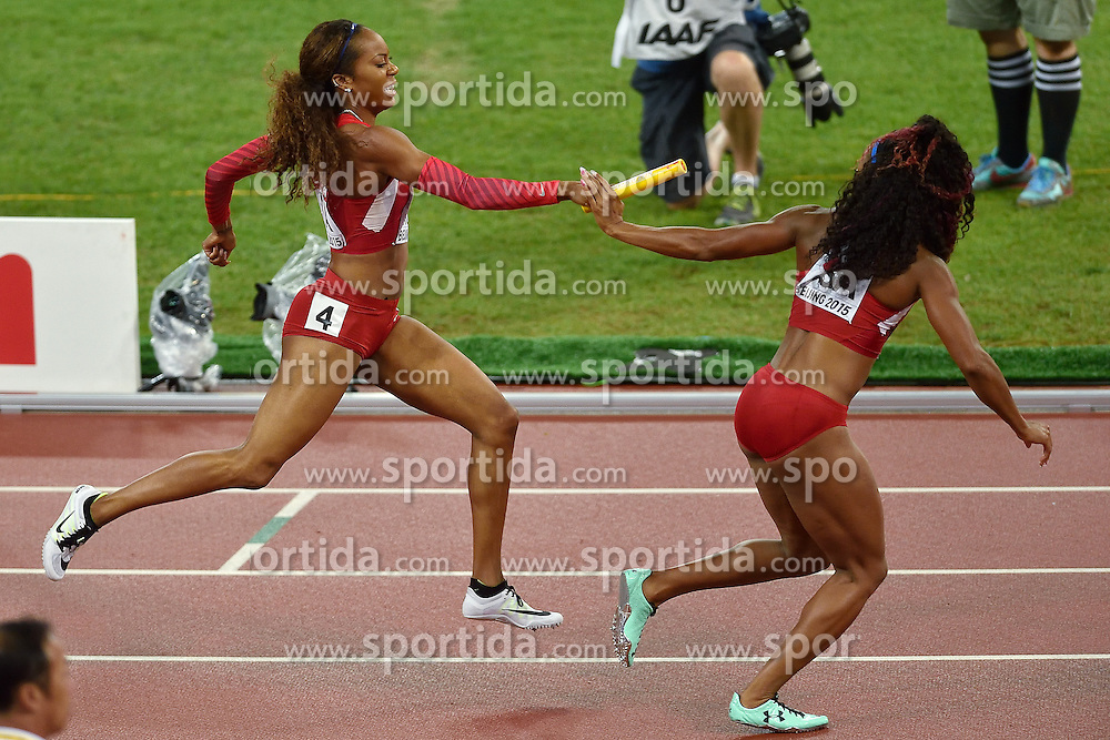 30-08-2015 CHN: IAAF World Championships Athletics day 9, Beijing<br /> De Amerikaanse Allyson Felix en haar teamgenotes Sanya Richards-Ross, Natasha Hastings en Francena McCorory lieten zich in de finale van de 4x400 meter verrassen door Jamaica,<br /> Photo by Ronald Hoogendoorn / Sportida