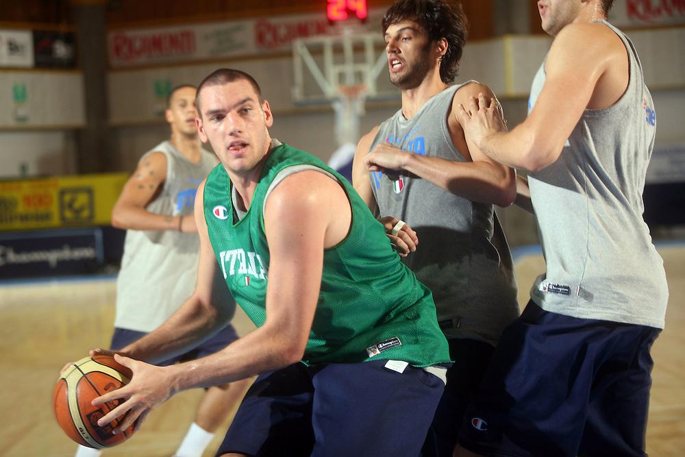 DESCRIZIONE : Bormio Ritiro Nazionale Italiana Maschile Preparazione Eurobasket 2007 Allenamento Preparazione fisica<br /> GIOCATORE : Andrea Crosariol<br /> SQUADRA : Nazionale Italia Uomini EVENTO : Bormio Ritiro Nazionale Italiana Uomini Preparazione Eurobasket 2007 GARA : <br /> DATA : 22/07/2007 <br /> CATEGORIA : Allenamento <br /> SPORT : Pallacanestro <br /> AUTORE : Agenzia Ciamillo-Castoria/E.Castoria<br /> Galleria : Fip Nazionali 2007 <br /> Fotonotizia : Bormio Ritiro Nazionale Italiana Maschile Preparazione Eurobasket 2007 Allenamento <br /> Predefinita :