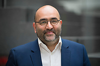 DEU, Deutschland, Germany, Berlin, 16.04.2018: Portrait von Omid Nouripour (MdB, Bündnis 90/Die Grünen), aussenpolitischer Sprecher der grünen Bundestagsfraktion.