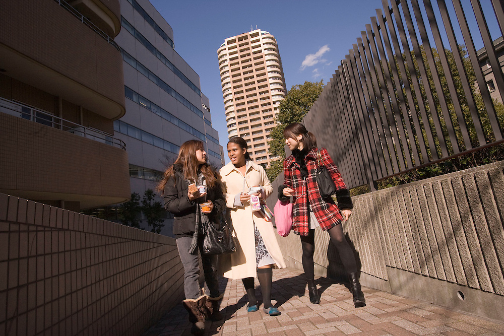 Waseda  University American and japanese students walk between classes on Nishi  Waseda  campus .Chelsy Crawley- 21, Hawaii ; International Business  (L).Laura Woodland (white coat,) age 20, California ; Japanese, Asian  Studies(c),  .Kozue Tatsuhara, 20 Japan, liberal Arts(r)