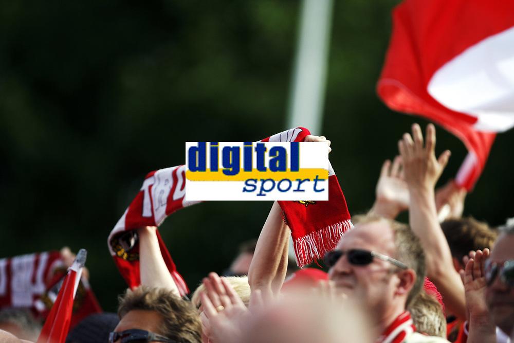 Fotball , 5. juni 2010 , Tippeligaen , Eliteserien<br /> Str&oslash;msgodset - Troms&oslash;  2-1<br /> <br /> <br /> illustrasjon , isberget, skjerf , publikum , fan , fans