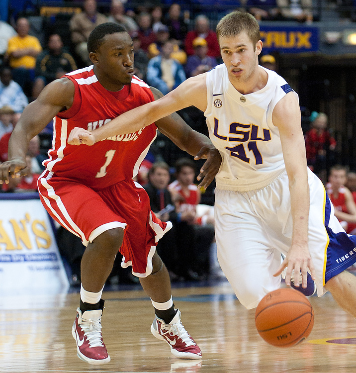 LSU Tigers forward Matt Derenbecker (21) on the run during the second half of the game. Nicholls State Colonels defeated LSU 62-53.