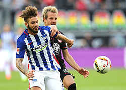 27.09.2015, Commerzbank Arena, Frankfurt, GER, 1. FBL, Eintracht Frankfurt vs Hertha BSC, 7. Runde, im Bild v.l. Zweikampf, Marvin Plattenhardt (Hertha BSC Berlin) Stefan Aigner (Eintracht Frankfurt) // during the German Bundesliga 7th round match between Eintracht Frankfurt vs Hertha BSC at the Commerzbank Arena in Frankfurt, Germany on 2015/09/27. EXPA Pictures © 2015, PhotoCredit: EXPA/ Eibner-Pressefoto/ Voelker<br /> <br /> *****ATTENTION - OUT of GER*****