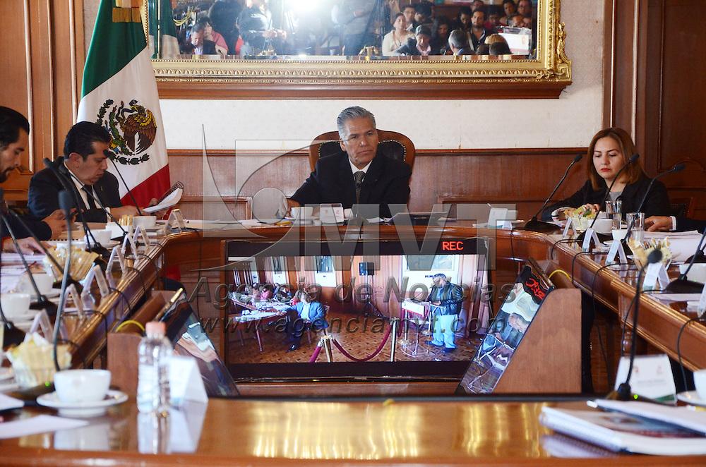 TOLUCA, Mexico (Diciembre 21,2016)Fernando Zamora Morales, durante la sexta sesión de cabildo abierta, donde se autorizaron descuentos a sectores vulnerables del 38% en el pago de servicio de agua potable y el 34% en el pago del impuesto predial para el ejercicio fiscal 2017. Agencia MVT. José Hernández.