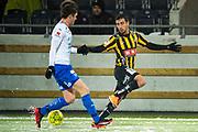 G&Ouml;TEBORG - 2018-02-18: Daleho Irandust i BK H&auml;cken och Alexander Achinioti J&ouml;nsson i IFK V&auml;rnamo sl&aring;ss om bollen under matchen i Svenska Cupen, grupp 4, mellan BK H&auml;cken och IFK V&auml;rnamo den 18 februari 2018 p&aring; Bravida Arena i G&ouml;teborg, Sverige.<br /> Foto: Anders Ylander/Ombrello<br /> ***BETALBILD***