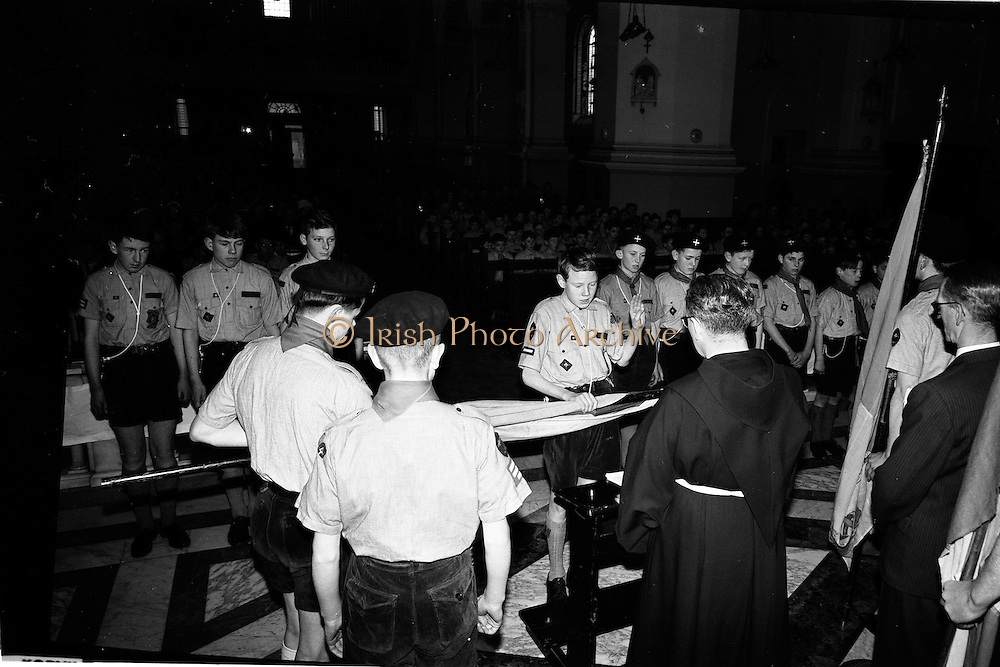 20/01/1963<br /> 01/20/1963<br /> 20 January 1963<br /> CBSI Investiture at Merchants Quay, Dublin. Investiture of 52 Scouts and 30 Macoimh, and presentation of 4 commissions to Scout Masters at the Franciscan Church. Scouts at investiture.