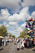 De braderie op de Amsterdamsestraatweg in Utrecht.<br /> <br /> The market on the Amsterdamsestraatweg in Utrecht.