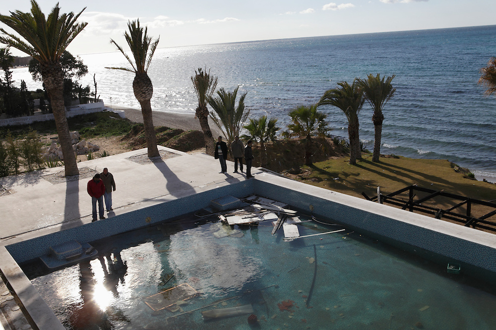 Tunisians visit the looted villa of Bel Hassan Trabelsi, the brother in law of the former president Ben Ali.
