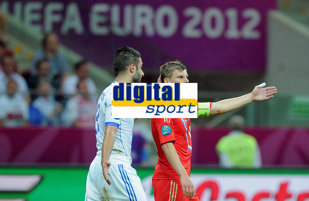 Fotball<br /> 16.06.2012<br /> EM 2012<br /> Russland v Hellas<br /> Foto: Witters/Digitalsport<br /> NORWAY ONLY<br /> <br /> v.l. Giorgios Tzavellas, Andrey Arshavin (Andrej Arschawin, Russland)<br /> Fussball EURO 2012, Vorrunde, Gruppe A, Griechenland - Russland 1:0